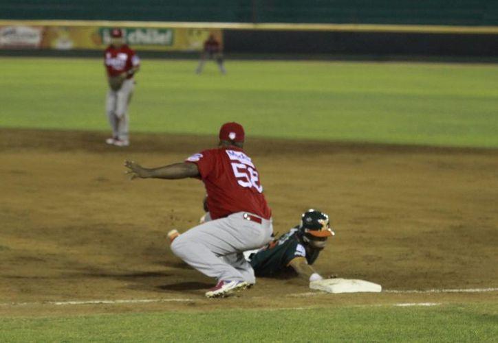 Desde atrás se levantaron los Leones de Yucatán para vencer a los Rojos del Águila del Veracuz. (Christian Ayala)