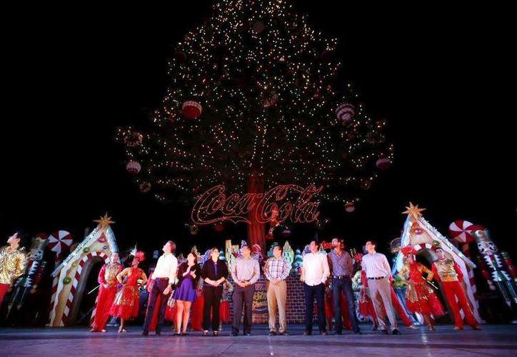 Se presentó una obra musical navideña antes del encendido oficial del árbol de Navidad en Plaza Sendero. (Milenio Novedades)