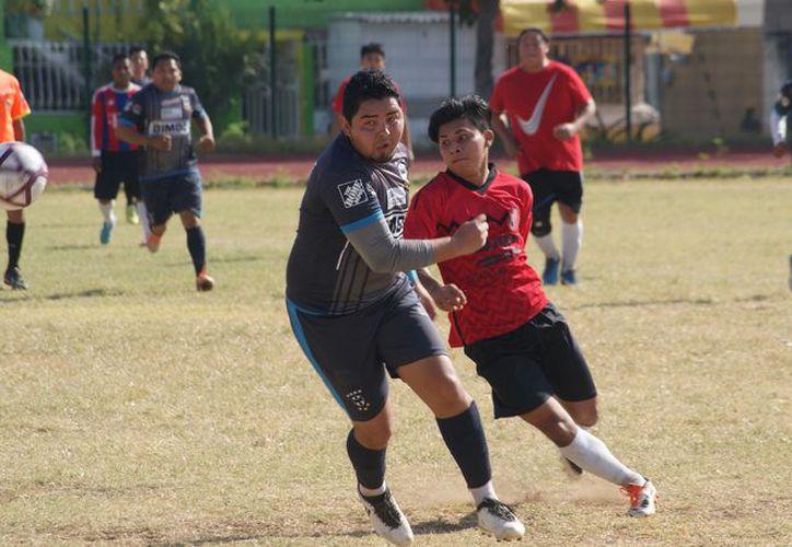 El equipo de fútbol nivel intermedio, supo aprovechar muy bien su oportunidad y llevarse la victoria. (Foto: Ángel Villegas/SIPSE).