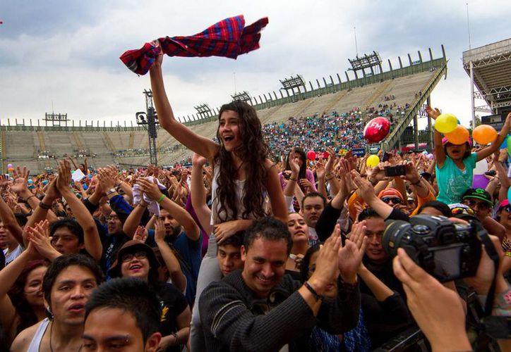 En el sitio oficial de Vive Latino 2015 se ofrecen más detalles de la preventa especial. La imagen es del evento de este año. (Notimex)