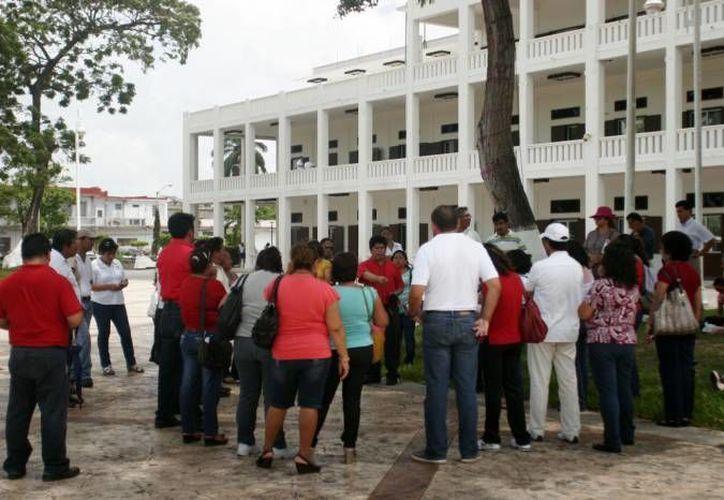Los maestros tienen como destino el Palacio de Gobierno. (Archivo/SIPSE)