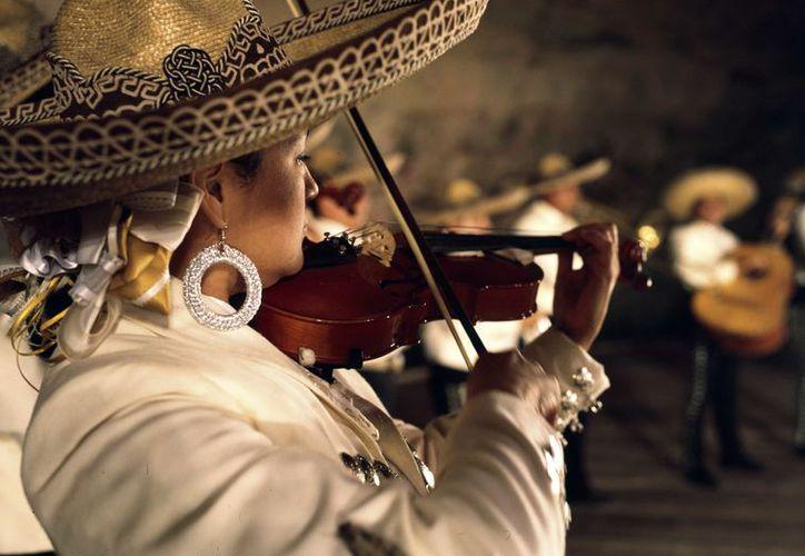 Convocan a mujeres ejecutantes de instrumentos como la guitarra, vihuela, guitarrón, violín o trompeta. (Redacción)