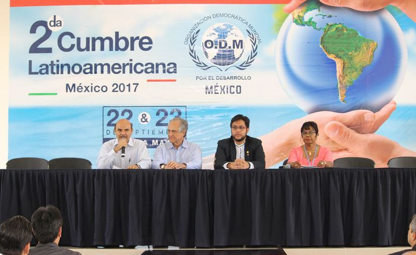 Participan políticos, empresarios,  funcionarios públicos, internacionalistas y abogados, entre otros profesionistas. (Foto: Adrián Barreto)