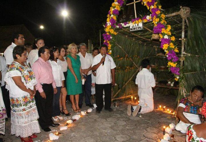 El alcalde y representantes de áreas administrativas del Ayuntamiento encabezaron el evento. (Raúl Balam/SIPSE)