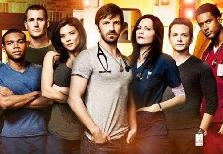 <i>The night shift</i>, drama donde los médicos y enfermeros del turno noche de la sala de emergencias del hospital San Antonio Memorial, estrena el domingo por la noche su tercera temporada. (Notimex)