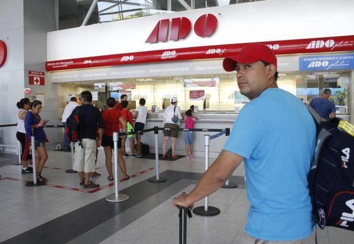 La terminal lució llena como es costumbre en fines de semana, las operaciones no rebasaron el porcentaje regular. (Contexto/SIPSE)