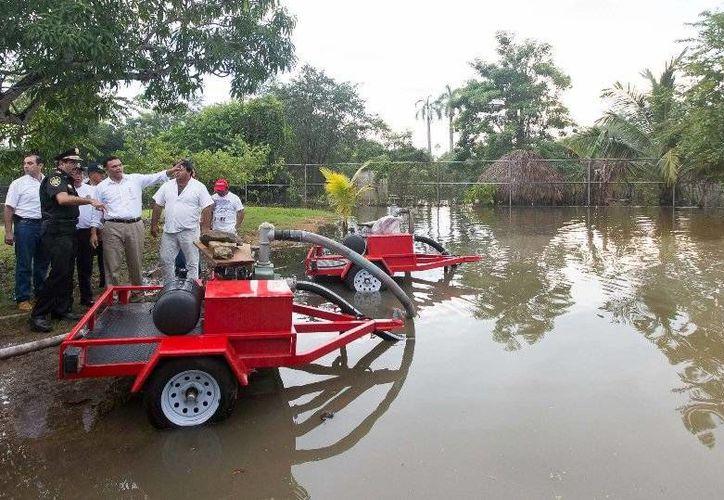 El lunes el Gobernador recorrió comunidades de Tizimín anegadas por las lluvias recientes.  (Cortesía)