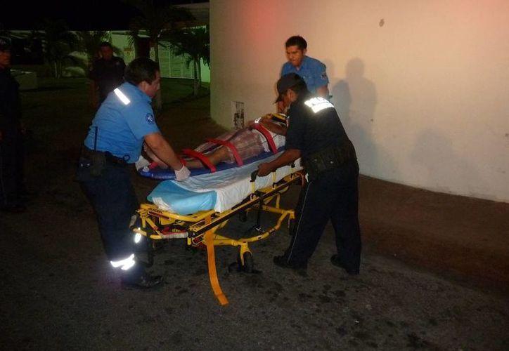 Un joven motociclista perdió el control de su vehículo y derrapó; está inconsciente y en calidad de desconocido. (Redacción/SIPSE)
