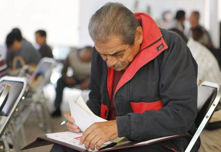 """De acuerdo con el estudio """"El futuro del retiro"""" el 44 por ciento de las personas que estaban a punto de jubilarse perdieron su empleo. (Archivo/Notimex)"""