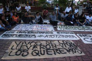 'Vivos se los llevaron, vivos los queremos': manifestantes