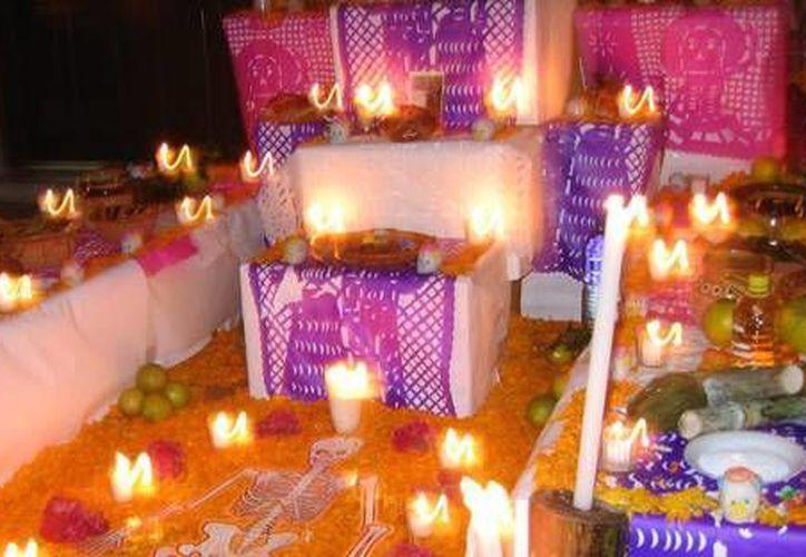 Los altares deberán contener elementos originales, que sean naturales y tradicionales de la Península de Yucatán. (Foto de contexto/Internet)