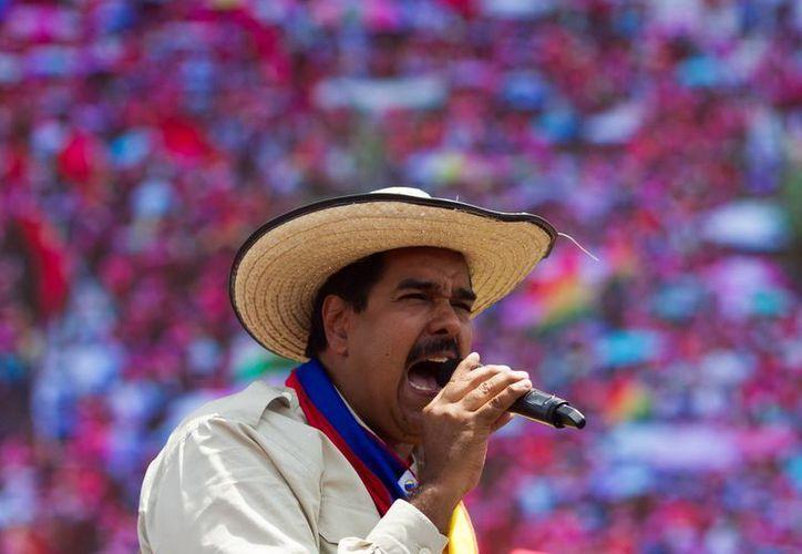 El presidente encargado de Venezuela y candidato a la presidencia del país, Nicolás Maduro, participa en un acto de su campaña, en San Carlos. (EFE)