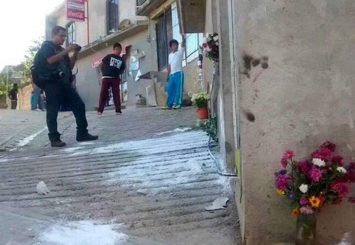Vista de la calle donde fueron emboscados los policías comunitarios en Tixtla. (Sergio Ocampo/jornada.unam.mx)