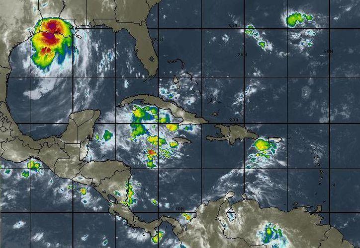 En Cancún se prevé cielo medio nublado y lluvias aisladas, pero también se sentirá mucho calor. (Intellicast)