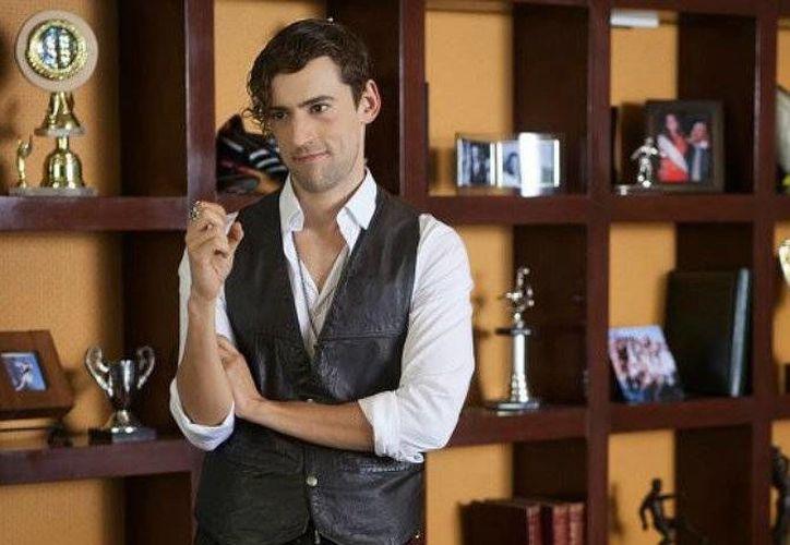 Luis Gerardo Méndez actualmente interpreta al personaje de Chava Iglesias, en la serie 'Club de Cuervos', la cual es transmitida por Netflix. (Netflix)