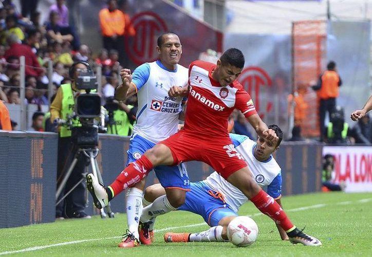 Los goles de la victoria del Cruz Azul fueron obra del ecuatoriano Joao Rojas, al primer minuto, así como del paraguayo Jorge Benítez, al 80'. (@TolucaFC)