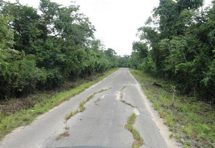 Hace más de cuatro años que no se han repavimentando los caminos. (Edgardo Rodríguez/SIPSE)