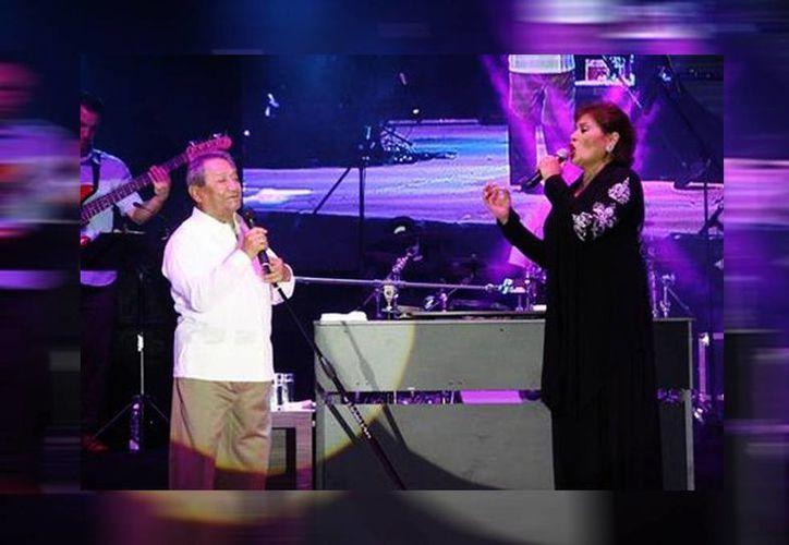 En Tamaulipas María Medina compartió el escenario con Armando Manzanero. (Jesús Jiménez/Milenio)