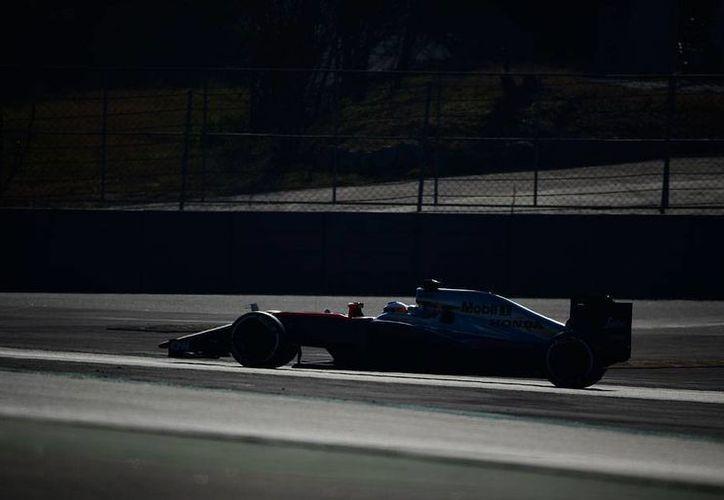 En las pruebas del Gran Premio de España, el piloto de Red Bull, Daniel Ricciardo, fue el más rápido. El mexicano Sergio  Checo Pérez fue el cuarto más rápido. Fernando Alonso (foto), el séptimo. (AP)