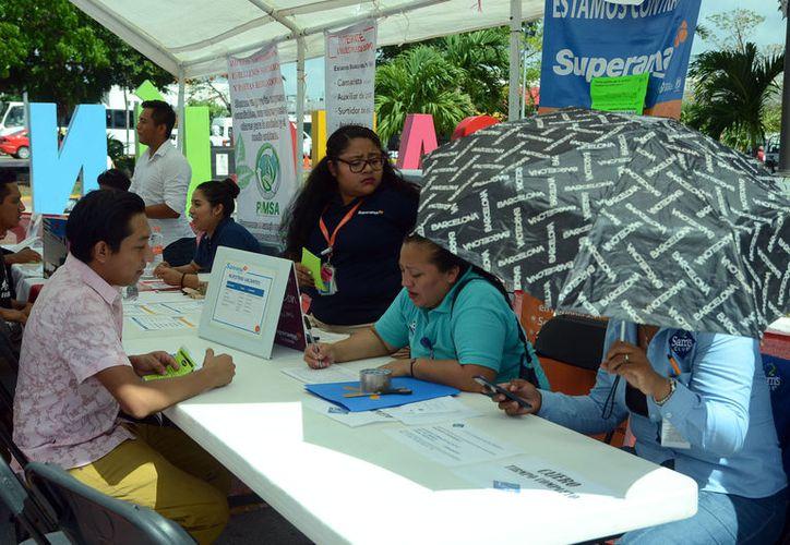 "Se realizó en Cancún la feria del empleo ""Ven y Empléate Joven"". (Karim Moisés/SIPSE)"