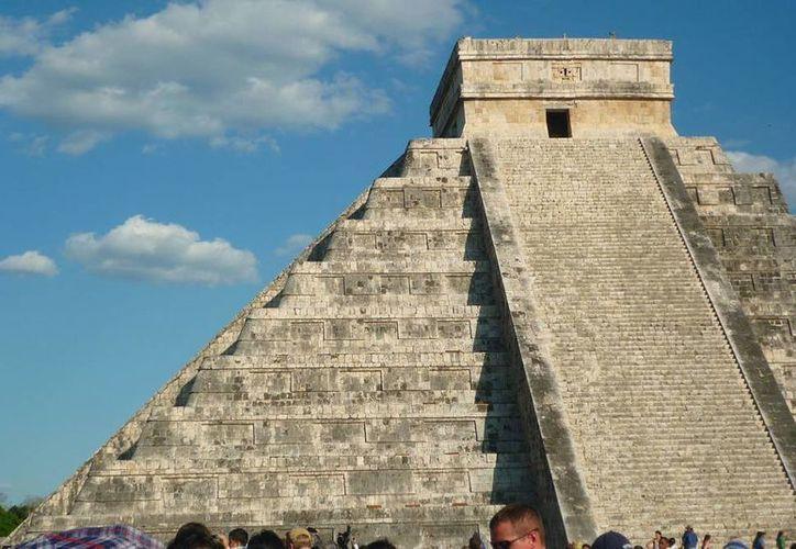 Poco a poco se conoce que el Castillo de Chichén Itzá, además de registrar equinoccios, también marca con fenómenos de luz y sombre los solsticios. (Archivo Notimex)