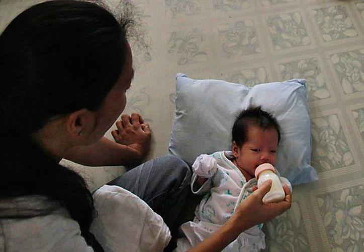 Gracias a los tratamientos antirretrovirales madres embarazadas con CIH/sida evitan contagiar a sus hijos al nacer. (lavoz.com.ar)