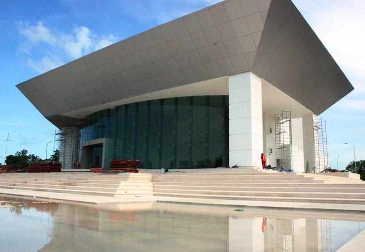 Se espera que el edificio del Teatro de la Ciudad sea entregado a la Dirección de Cultura el próximo 20 de julio. (Daniel Pacheco/SIPSE)