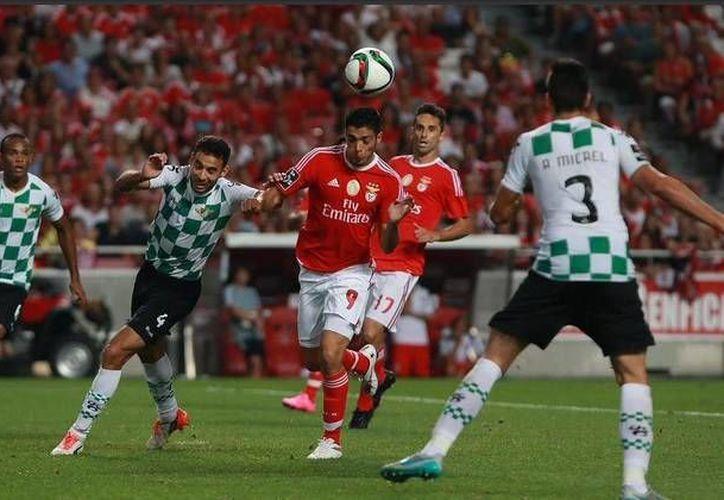 El delantero Raúl Jiménez entró de cambio en la goleada del Benfica 6-0 sobre Belenenses, en la cuarta jornada de la Liga de Portugal. (Archivo del Twitter: @Benficastuff)