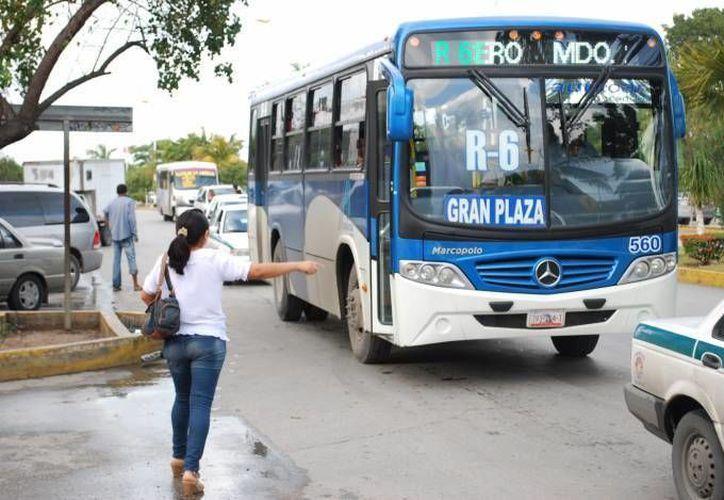 Las tarifas del camión podrían subir 4 pesos en Cancún. (Redacción/SIPSE)