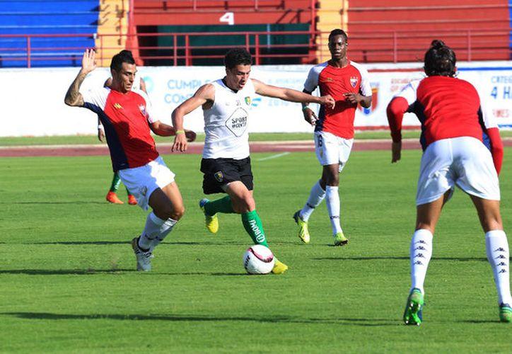 Atlante se mantiene entrenando en tres sesiones, en la playa, gimnasio y cancha. (Foto: Ángel Villegas)