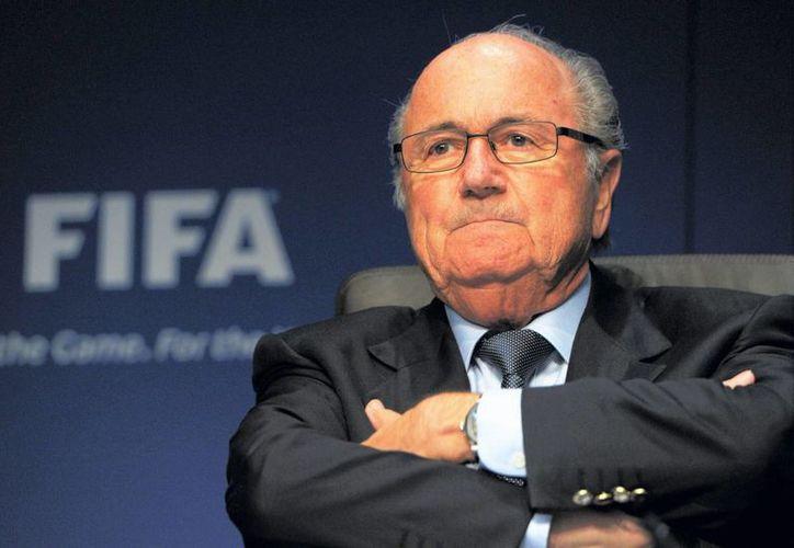 Patrocinadores mundialistas de FIFA exigen a ejecutivos del organismo una supervisión independiente a las reformas. En la foto, Josep Blatter, que forma parte del escándalo por corrupción que aún es investigado. (tiemporeal.mx)