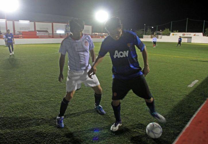 Los encuentros de esta jornada comienzan a las 18:00 horas con Barrio Bravo contra Tigres. (Alberto Aguilar/SIPSE)