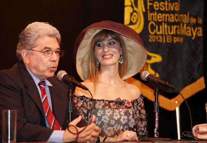 El presidente del FICMaya, Jorge Esma Bazán, y Filippa Giordano. (Christian Ayala/SIPSE)