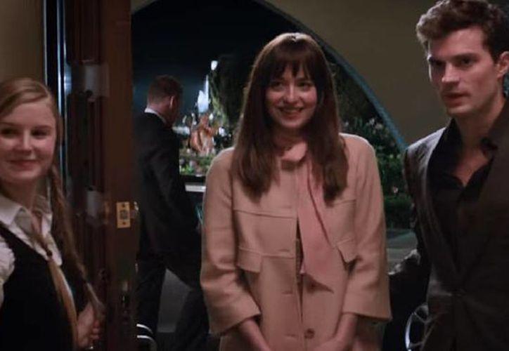 Jamie Dornan y Dakota Johnson protagonizan '50 sombras de Grey', que estrenó su tercer avance. (Captura de pantalla de YouTube)