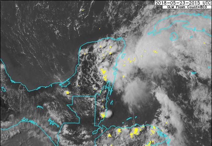 Se pronostican lluvias en el rango de fuertes a muy fuertes durante los días siguientes en la Península. (SMN)
