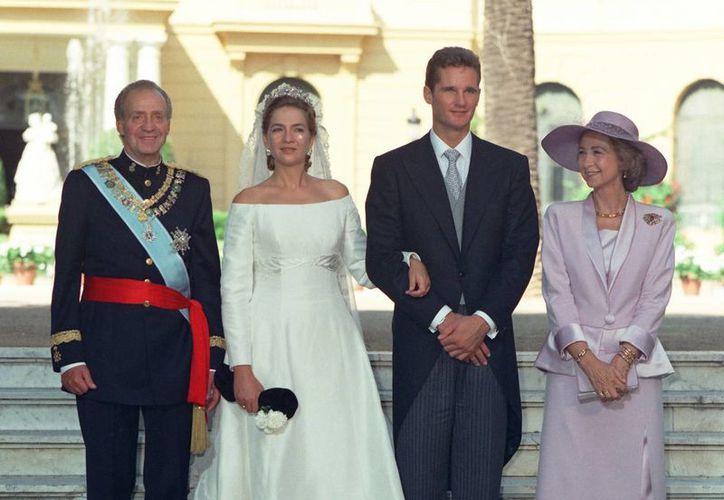 Cristina de Borbón e Iñaki Urdangarín se casaron en Barcelona en 1997. El matrimonio fue todo un acontecimiento social para la realeza y la alta sociedad española. (casareal.es)