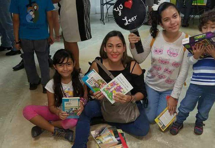Tratan de fomentar la lectura entre toda la familia. (Faride Cetina/SIPSE)