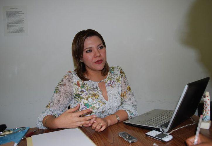 La psicóloga Sandibel Robaldiño Aguilar dijo que los obsequios no suplen el amor hacia los hijos. (Tomás Álvarez/SIPSE)