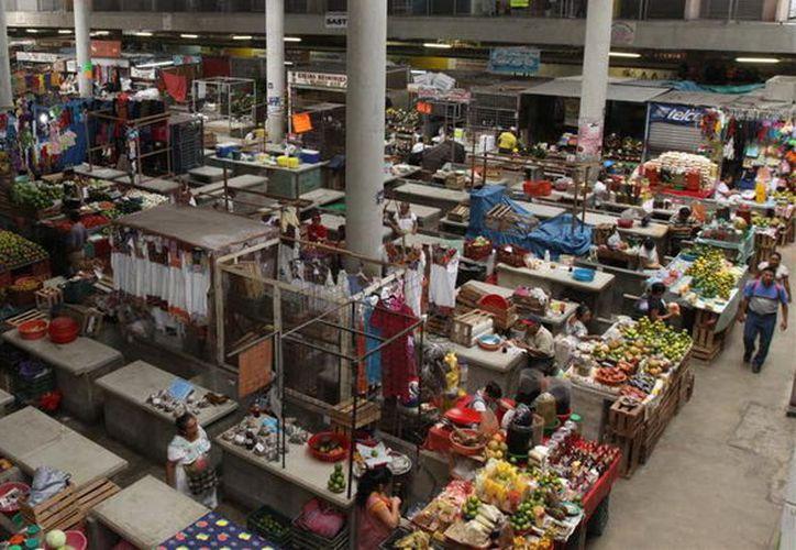 """Locatarios dicen que en el """"San Benito"""" y sus alrededores operan unas 8 bandas de ladrones. (Foto: Milenio novedades)"""