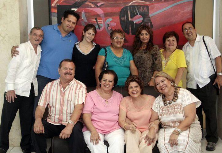 """Los locutores y voluntarios de """"Salvemos una Vida"""". (Milenio Novedades)"""