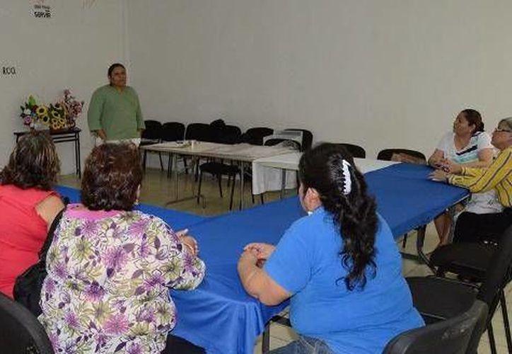 El evento se llevó a cabo en la sala audiovisual del Centro Integral de Atención a la Mujer de Felipe Carrillo Puerto. (Cortesía/SIPSE)