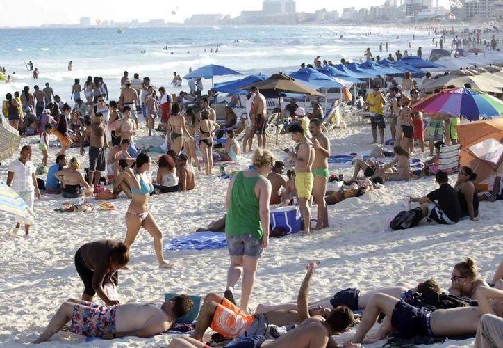 Turistas optan por los destinos de México en especial las playas. (Redacción/SIPSE)