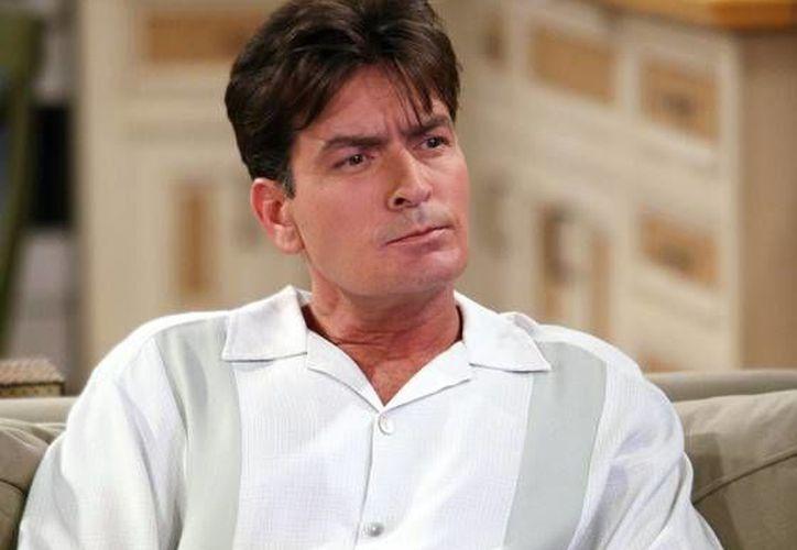 El actor Charlie Sheen declaró que, debido a que su salud está mermando a causa del Virus de Inmunodeficiencia Humana (VIH), decidió tomar una tratamiento alternativo en México. (eonline.com)