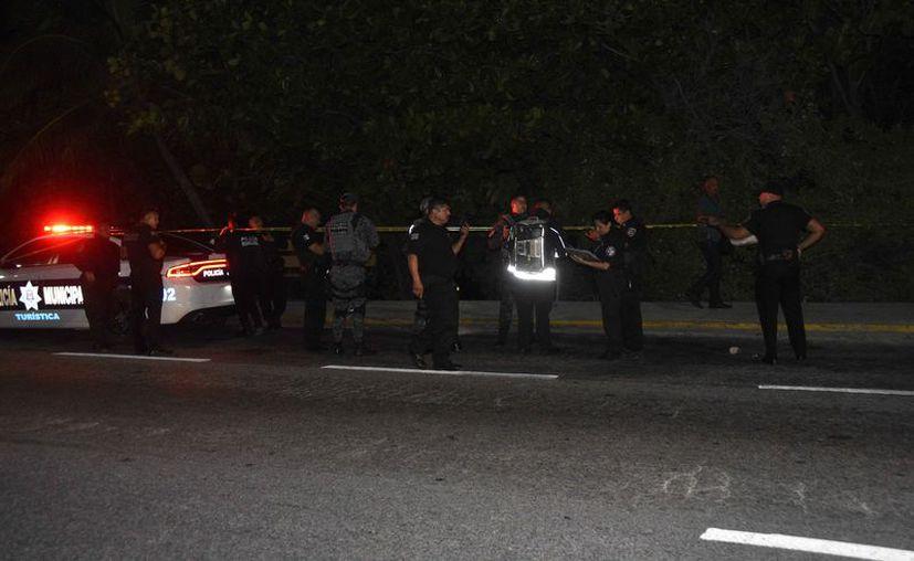 Los elementos policíacos acordonaron el área del hallazgo. (Redacción/SIPSE)