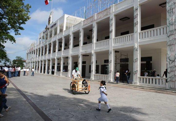 Al cabo del 2012 el gobierno del estado logró un ahorro de alrededor de 40 millones de pesos. (Ernesto Neveu/SIPSE)