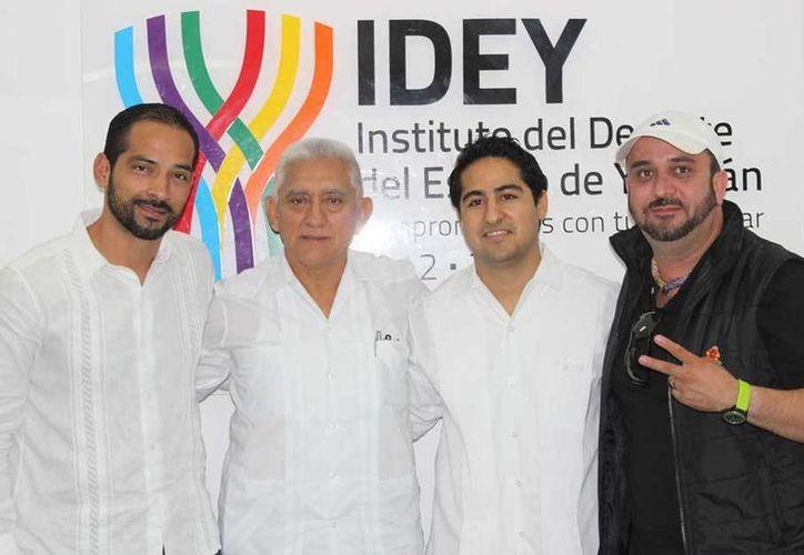 Imagen de los organizadores durante la presentación de la carrera de la UNID por su aniversario. (Milenio Novedades)