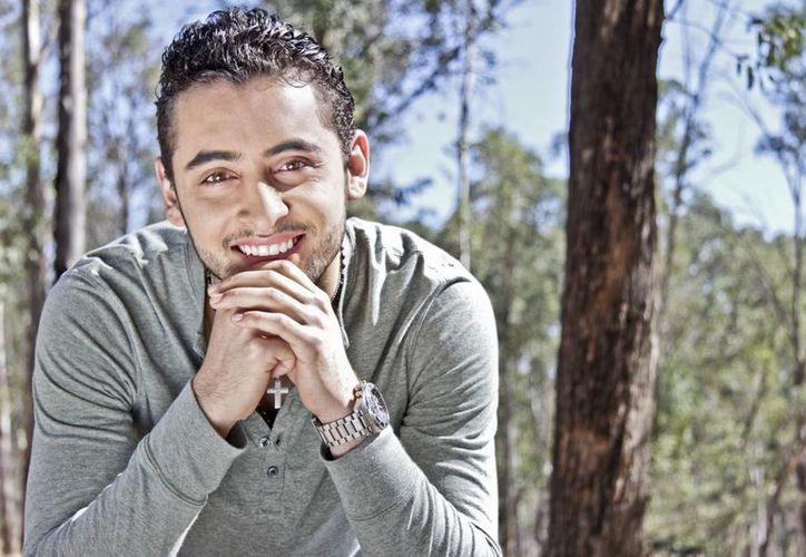 El cantante grupero Nelson Meza, se promociona en Mérida. (SIPSE)