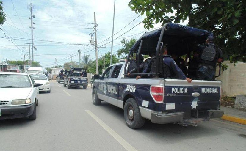 La calma y el agua potable regresaron a Puerto Aventuras, a pesar de eso las patrullas se quedaron. (Adrián Barreto/SIPSE)