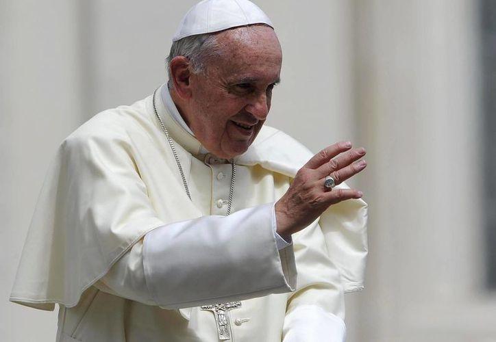 """Luego de su mensaje sobre el medio ambiente, el Pontífice invitó a los fieles a rezar por """"las instituciones que rechazan a los emigrantes, para que obtengan el perdón de Dios"""". (EFE)"""