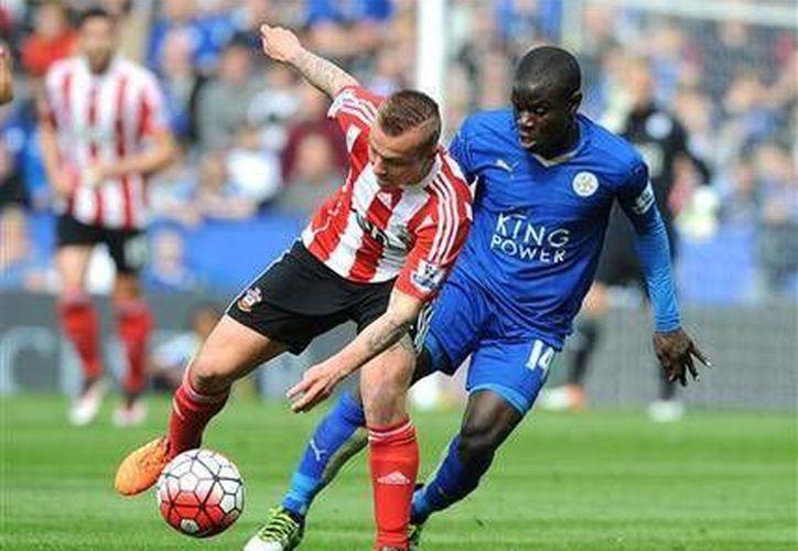La Liga Premier cuenta con los futbolistas más destacados en la actualidad, además de que tiene al líder revelación como lo es  Leicester City.(AP)